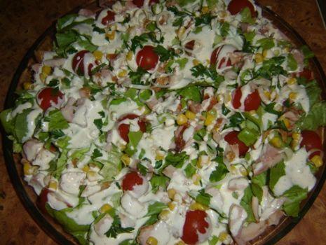 Przepis: Sałatka z wędzonym kurczakiem i pomidorkami koktajlowymi