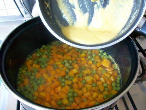 Przepis: marchewka z groszkiem na gęsto