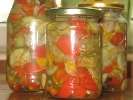 Przepis: sałatka z ogórkiem i papryką
