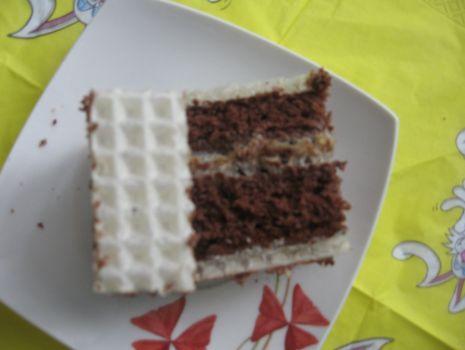 Przepis: placek  kakaowo-orzechowy z waflem