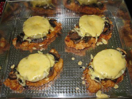 Przepis: Filety z kurczaka pod pieczarkowo - ananasową pierzynką