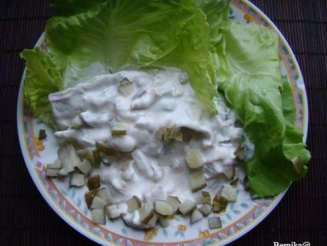 Przepis: Śledzie w sosie jogurtowo-czosnkowym