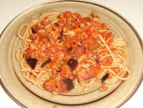 Przepis: Spaghetti z mięsem mielonym i pieczonym bakłażanem