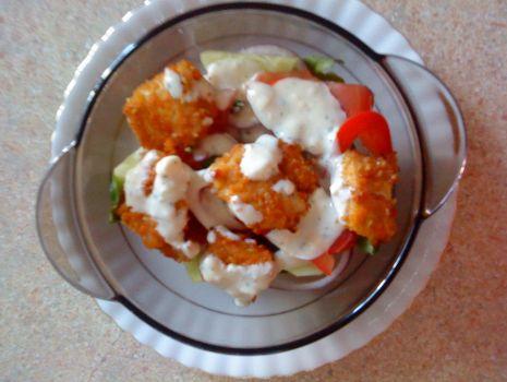 Przepis: Sałatka z kurczakiem z sezamem