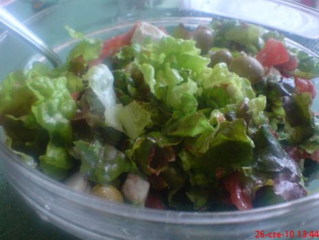 Przepis: sałatka z serem feta,oliwkami i pomidorem