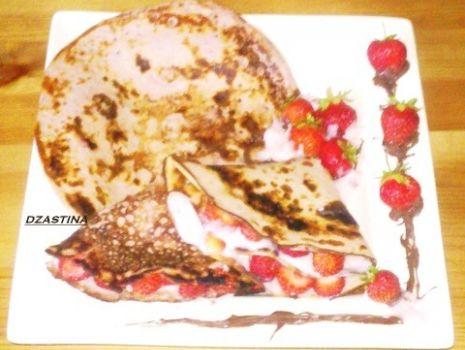 Przepis: Nalesniki truskawkowe z truskawkami
