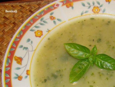 Przepis: Zupa cukiniowo-czosnkowa