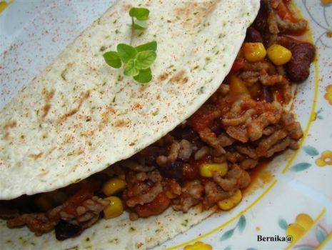 Przepis: Chili con care w plackach tortilla