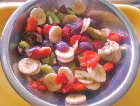 Przepis: Sałatka owocowy mix smaków...