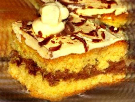 Przepis: Biszkopt z maślanym kremem i czekoladą