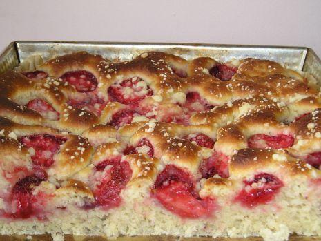 Przepis: Ciasto drożdżowe z truskawkami