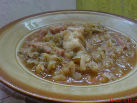 Przepis: Bigos z młodej kapusty z pieczarkami i mięsem