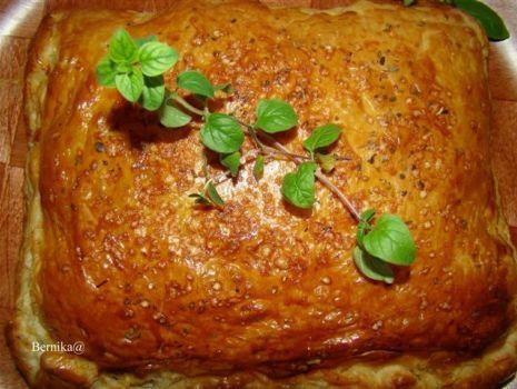 Przepis: Ogromny pieróg z ciasta francuskiego