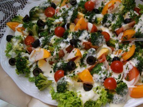 Przepis: Sałatka brokułowa wykwintna