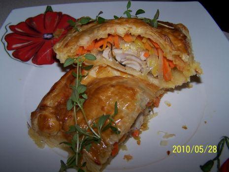 Przepis: pieczona ryba z warzywami w cieście francuskim
