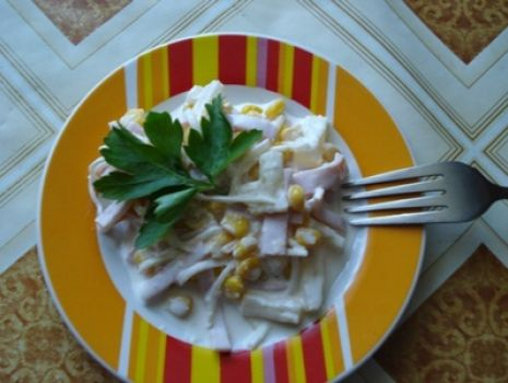 Przepis: Sałatka z selera, szynki i ananasa