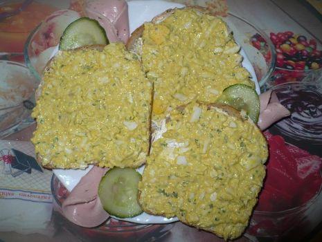 Przepis: Szybko znikajace kanapki z pastą jajeczną