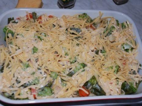 Przepis: Zapiekanka  makaronowa z kurczakiem i warzywami