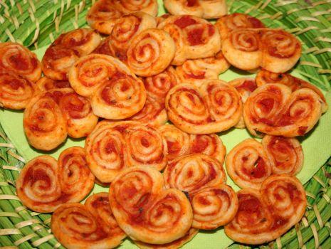 Przepis: Francuskie palemki z pomidorowym sosem