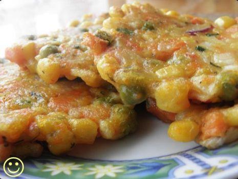 Przepis: Racuszki z surimi i warzywami.