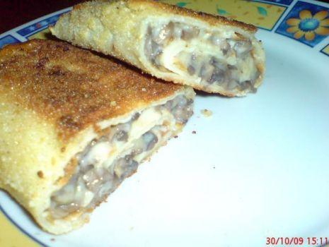 Przepis: Krokiety z serem i pieczarkami