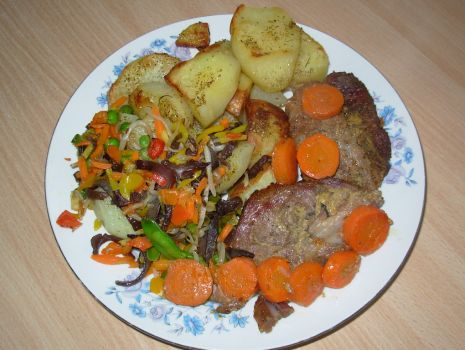 Przepis: Karkówka w musztardzie z marchewką i pieczonymi ziemniakami