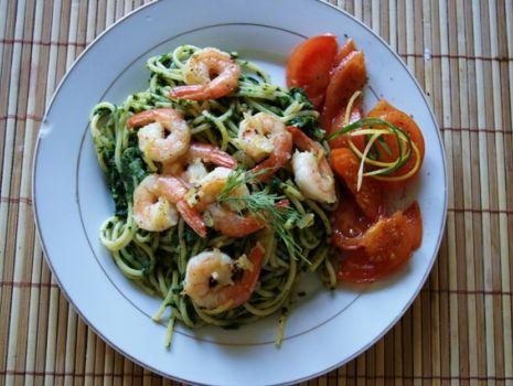 Przepis: Bardzo szpinakowe spagetti z krewetkami i słodkimi pomidorkami