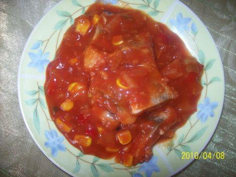 Przepis: Śledzie w sosie pomidorowym