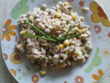 Przepis: Sałatka z tuńczyka z  makaronem ryżowym