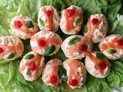 Przepis: Faszerowane jaja z wedzonym łososiem