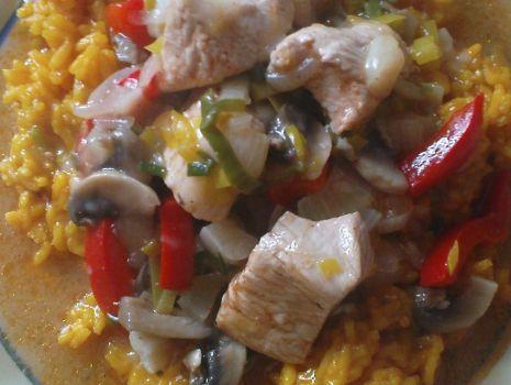 Przepis: Gulasz z indyka z ryżem