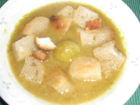 Przepis: Zupa - krem brukselkowy z grzankami
