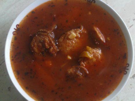 Przepis: Zupa pomidorowa z kiełbasą