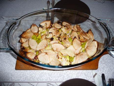 Przepis: Pierś z kurczaka pieczona z porem i jabłkami
