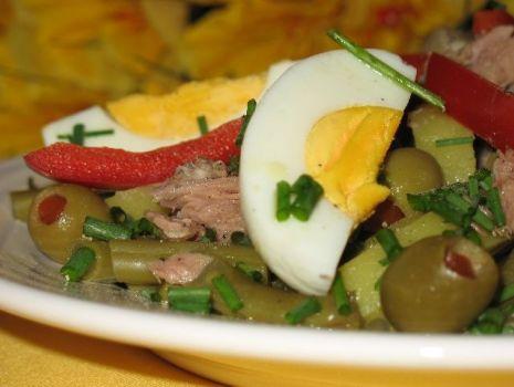 Przepis: Sałatka z jaj i tuńczyka