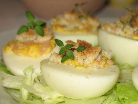Przepis: Jajka faszerowane z grzankami