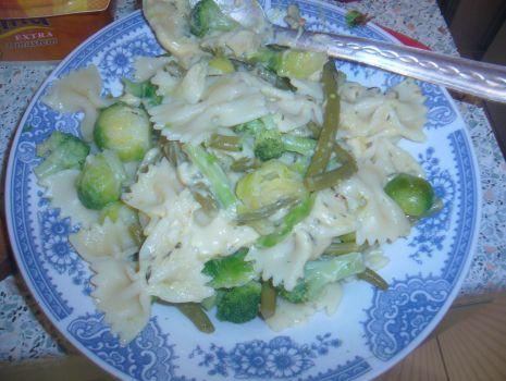 Przepis: Makaron z zielonymi warzywami.
