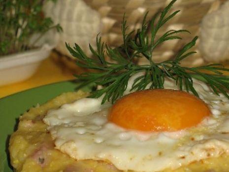 Przepis: Biała kiełbasa z serową kaszką kukurydzianą