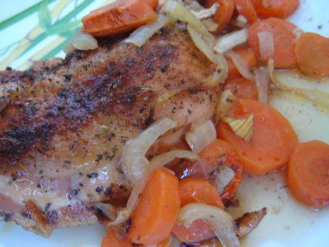 Przepis: Pieczony kurczak w marchewce