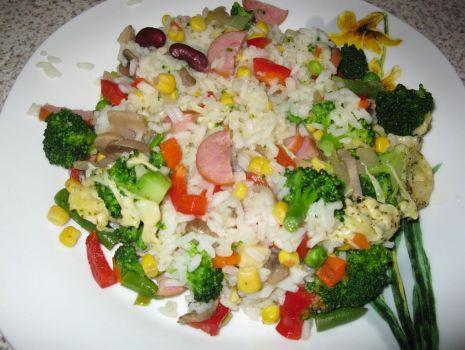 Przepis: Zapiekanka ryżowa z kiełbaską i warzywami