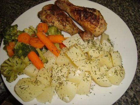 Przepis: Cytrynowy kurczak z gotowanymi warzywami