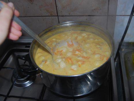 Przepis: Drobiowa  zupa pieczarkowa
