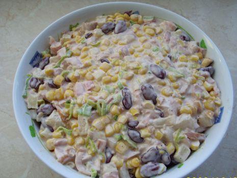 Przepis: sałatka z kurczaka wędzonego