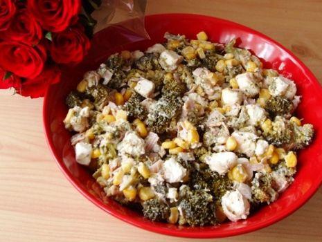 Przepis: Salatka z brokulem i serem feta