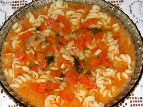 Przepis: Zupa pomidorowa z makaronem