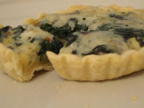 Przepis: Szpinakowe tartaletki z pieczarkami i serem gorgonzola