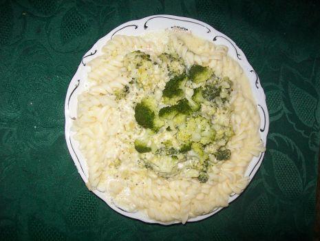 Przepis: Makaron z serem i brokułami