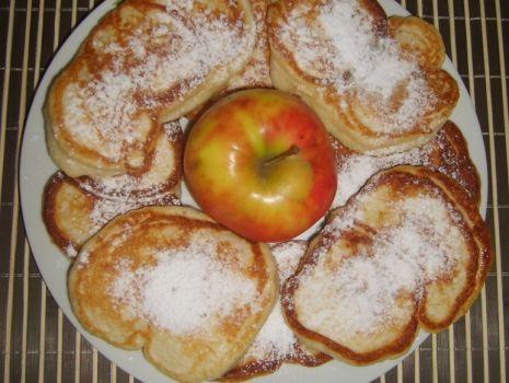 Przepis: Racuszki z jabłkiem i cynamonem