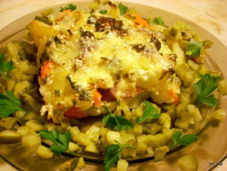 Przepis: Zapiekanka ziemniaczano-marchewkowa z kiełbaskami