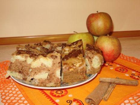 Przepis: Ciasto piernikowe z jabłkami